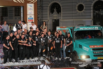 Second place truck category #501 Iveco: Gerard de Rooy, Tom Colsoul, Darek Rodewald