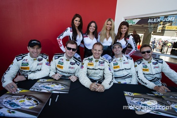 Louis-Philippe Dumoulin, Leh Keen, Shane Lewis, Shane van Gisbergen and Cooper MacNeil with the Weather Tech girls