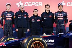 (L to R): Daniil Kvyat, Scuderia Toro Rosso; Franz Tost, Scuderia Toro Rosso Team Principal; Luca Furbatto, Scuderia Toro Rosso Chief Designer; James Key, Scuderia Toro Rosso Technical Director, Jean-Eric Vergne, Scuderia Toro Rosso, at the unveiling of t