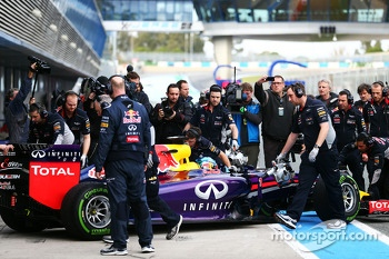 Sebastian Vettel, Red Bull Racing RB10 runs for the first time