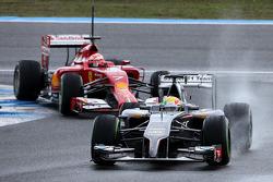 Esteban Gutierrez, Sauber F1 Team and Kimi Raikkonen, Scuderia Ferrari