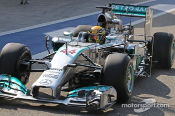 Lewis Hamilton, Mercedes AMG F1 W05 running sensor equipment
