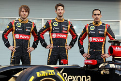 (L to R): Charles Pic, with Romain Grosjean, Lotus F1 Team and team mate Pastor Maldonado, Lotus F1 Team Lotus as the F1 E22 is officially unveiled