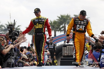 Clint Bowyer, Michael Waltrip Racing Toyota and Ryan Newman, Richard Childress Racing Chevrolet