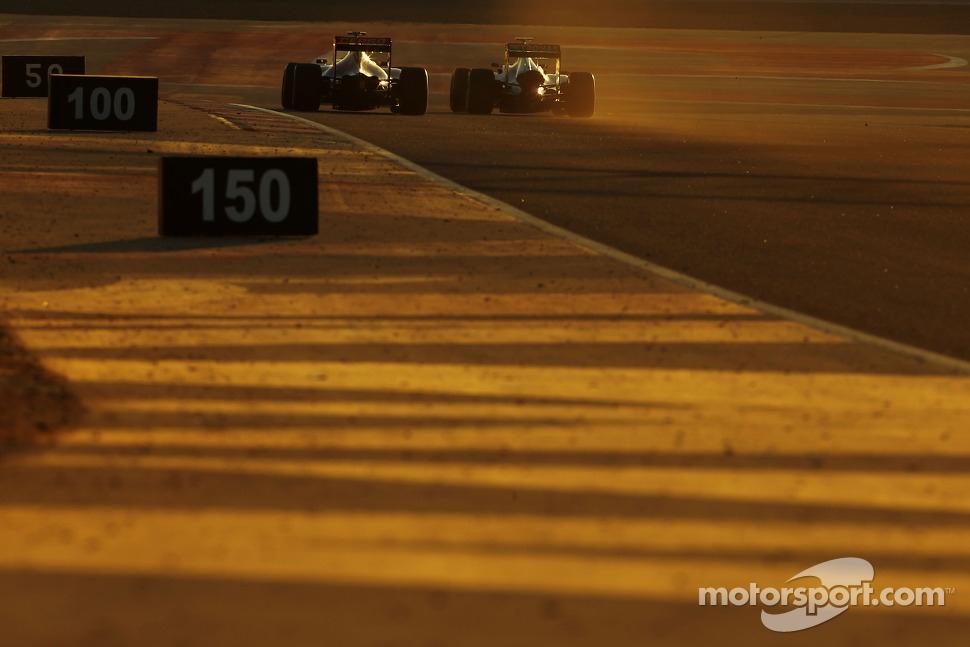 Jean-Eric Vergne, Scuderia Toro Rosso  and Lewis Hamilton, Mercedes AMG F1 Team