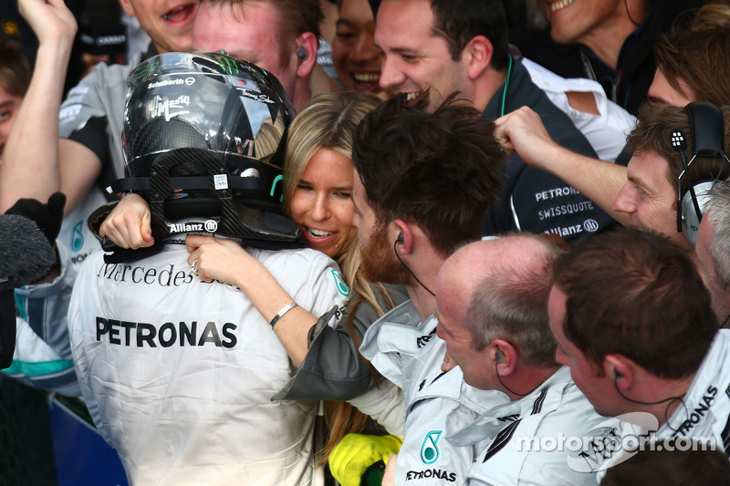 Nico Rosberg, Mercedes AMG F1 W05 celebrates with hi s girlfriend Vivian Sibold, 16