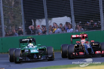 Marcus Ericsson, Caterham F1 Team and Pastor Maldonado, Lotus F1 Team  16
