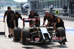 The Lotus F1 E22 of Romain Grosjean, Lotus F1 Team is pushed down the pit lane after stopping on track