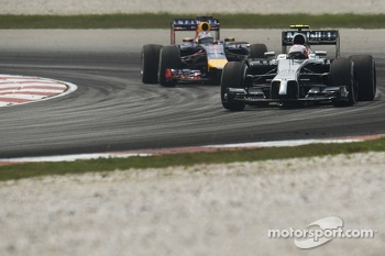 Kevin Magnussen, McLaren MP4-29 leads Sebastian Vettel, Red Bull Racing RB10