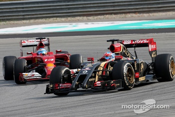 Romain Grosjean (FRA), Lotus F1 Team and Fernando Alonso (ESP), Scuderia Ferrari  30
