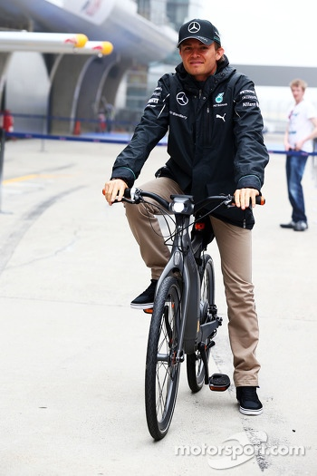 Nico Rosberg, Mercedes AMG F1 on a Smart bike