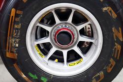 Ferrari F14-T front wheel hub detail