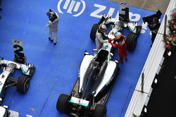 Race winner Lewis Hamilton, Mercedes AMG F1 W05 celebrates with third placed Fernando Alonso, Ferrari in parc ferme