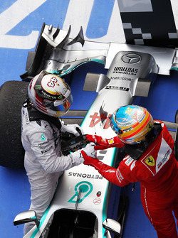 Race winner Lewis Hamilton, Mercedes AMG F1 W05 celebrates in parc ferme with Fernando Alonso, Ferrari