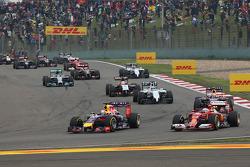 Sebastian Vettel, Red Bull Racing RB10 and Fernando Alonso, Ferrari F14-T battle for position at the start of the race