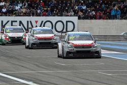 Jose Maria Lopez, Citroën C-Elysee WTCC, Citroën Total WTCC leads Yvan Muller, Citroën C-Elysee WTCC, Citroën Total WTCC and Tiago Monteiro, Honda Civic WTCC, Castrol Honda WTCC Team