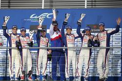 Podium: race winners Anthony Davidson, Nicolas Lapierre, Sebastien Buemi, third place Alexander Wurz, Stéphane Sarrazin, Kazuki Nakajima