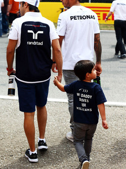 Lewis Hamilton, Mercedes AMG F1, with Felipe Massa, Williams and his son Felipinho Massa, on the drivers parade