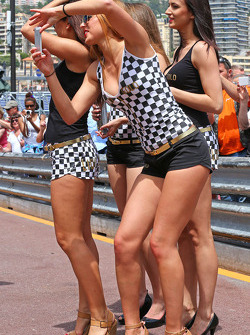 Promotional girls in the pits