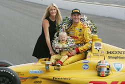 Ryan Hunter-Reay, wife Beccy and son Ryden