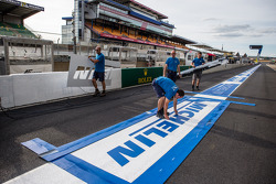 The new Michelin advertising banner on pitlane