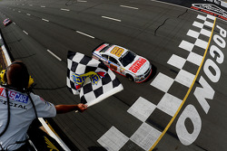 NASCAR-CUP: Dale Earnhardt Jr., Hendrick Motorsports Chevrolet takes the win