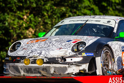 Aftermath of the crash of #67 IMSA Performance Matmut Porsche 911 GT3 RSR (997)