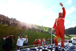 Gerhard Berger, reunited with his Ferrari F1/87, waves to the fans