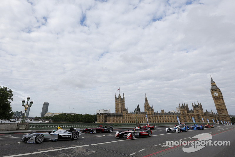 Formula E cars take over downtown London