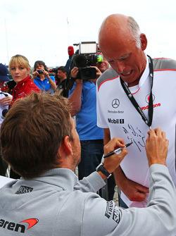 Jenson Button, McLaren signs autographs for the fans