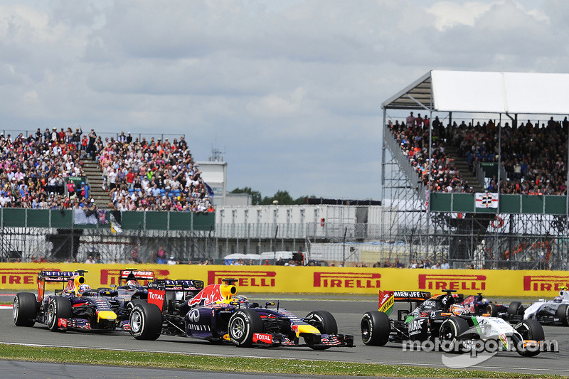 Sebastian Vettel, Red Bull Racing RB10 and Nico Hulkenberg, Sahara Force India F1 VJM07 at the start of the race