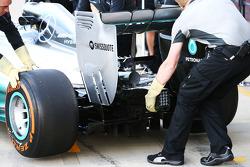 Lewis Hamilton, Mercedes AMG F1 W05 rear wing detail