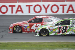 Kyle Larson, Ganassi Racing Chevrolet and Kyle Busch, Joe Gibbs Racing Toyota