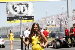 Gridgirl of Max Verstappen