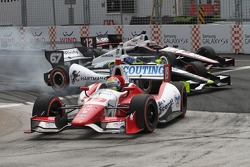 Josef Newgarden, Sarah Fisher Hartman Racing and Will Power, Penske Racing Chevrolet crash