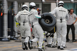Mercedes GP during pitstop