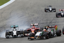 F1: Lewis Hamilton, Mercedes AMG F1 W05 and Kimi Raikkonen, Ferrari F14-T battle for position