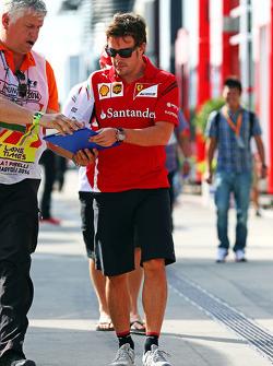 F1: Fernando Alonso, Ferrari signs autographs for the fans