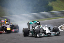 Lewis Hamilton, Mercedes AMG F1 W05 and Daniel Ricciardo, Red Bull Racing RB10