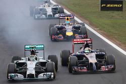 Nico Rosberg, Mercedes AMG F1 Team ans Jean-Eric Vergne, Scuderia Toro Rosso