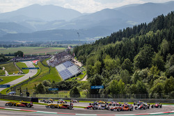 Start: Tom Blomqvist, Jagonya Ayam with Carlin Dallara F312 Volkswagen leads the field