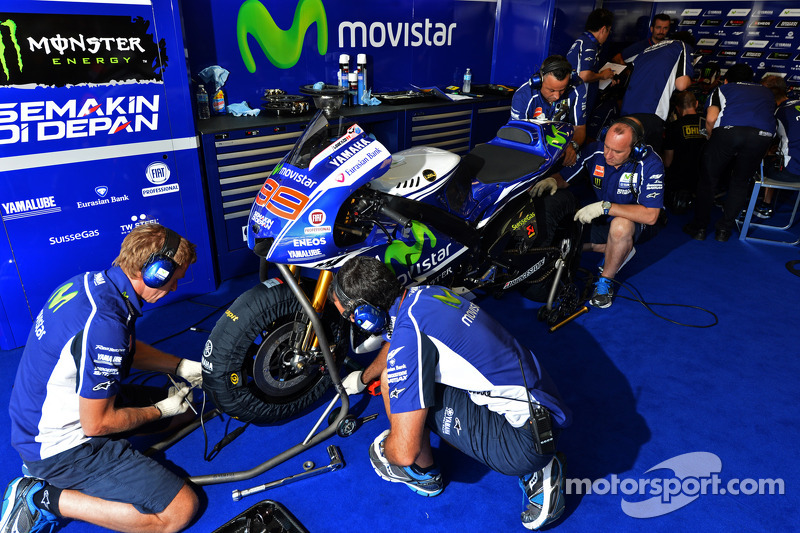 Yamaha garage at indianapolis gp for Garage yamaha paris