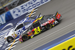 Brian Vickers, Michael Waltrip Racing Toyota and Jeff Gordon, Hendrick Motorsports Chevrolet