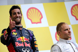 Podium: race winner Daniel Ricciardo, third place Valtteri Bottas
