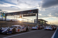 LMP cars line up to resume qualifying