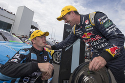 Race winner Scott McLaughlin, Polestar Racing Volvo S60 and Craig Lowndes, Red Bull Holden