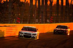 Kevin Harvick, Stewart-Haas Racing Chevrolet, Jeff Gordon, Hendrick Motorsports Chevrolet