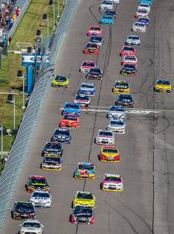 Pace laps: Jeff Gordon, Hendrick Motorsports Chevrolet and Kurt Busch, Stewart-Haas Racing Chevrolet lead the field