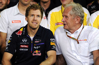 Dr Helmut Marko, Red Bull Motorsport Consultant, and Red Bull Racing give thanks to the departing Sebastian Vettel, Red Bull Racing