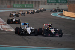 Valtteri Bottas, Williams FW36 and Daniil Kvyat, Scuderia Toro Rosso STR9 battle for position
